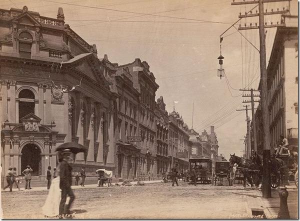 800px-Yonge_Street_looking_north_fr[1]