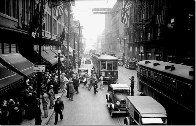 Queen St, east, from James, traffic, noon - 1 p.m., (Executive Department) – August 31, 1929