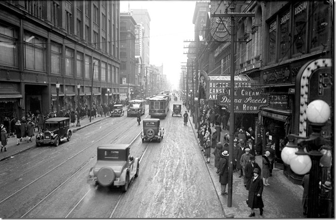 North, on Yonge, from north of Queen, 1:37 p.m., no rush hour parking on east side frees extra street space for use of rush hour moving traffic, (Traffic Study Department) – January 12, 1929