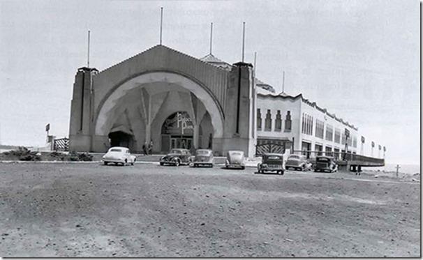 Palace Pier c. 1940s (public Domain).
