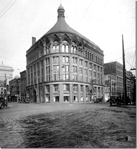 Head Office Building, Front and Yonge – March 2, 1923
