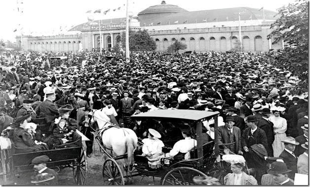 Crowds at C.N.E., Manufacturer's Building in background – 1908