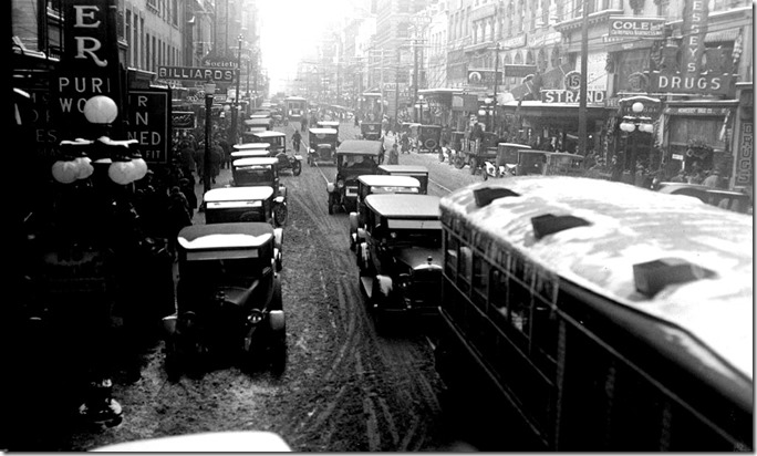 Yonge St, looking north, from King, noon hour traffic – December 24, 1924