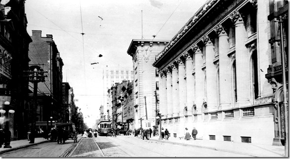 Canada Arch. looking east on King, 1912-13  oa054055-v8[1]