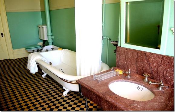 Mrs. Austin's bathroom