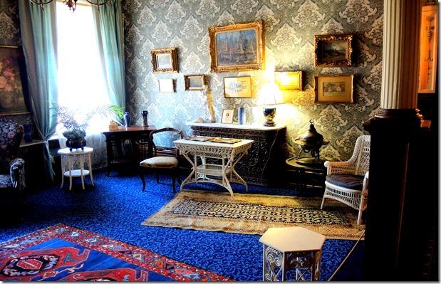 upstairs blie room